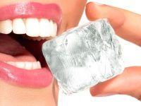 Зубы и кусочек льда